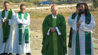 El arzobispo de Madrid en el poblado chabolista de El Gallinero.