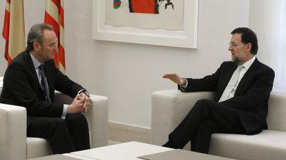 Mariano Rajoy ha recibido a Alberto Fabra en el palacio de La Moncloa.
