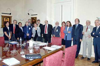 Reunión de los expertos universitarios con la ministra de Educación y el secretario de Estado de Universidades, Salvador Ordóñez.