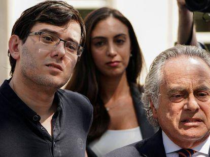 Martin Shkreli con su abogado en el tribunal en Brooklyn