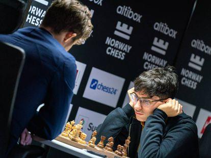 Firouzja, durante su partida de este martes con Carlsen en Stavanger (Noruega).