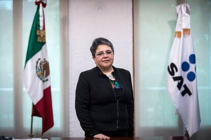 Raquel Buenrostro en su oficina de Ciudad de México.