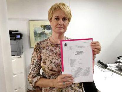 Ángela González, víctima de malos tratos, pide justicia desde hace 15 años. El maltratador mató a la niña en una visita acordada por el juez