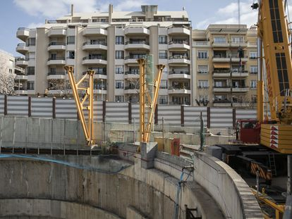 Pozo de la futura estación de Mandri de la Línea 9 del metro de Barcelona.