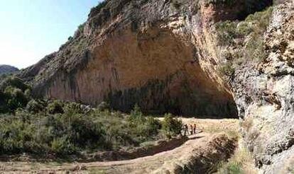 El abrigo conocido como Cova Gran en Les Avellanes-Santa Linya (Lleida).