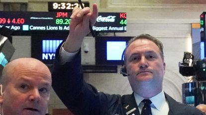 Dos operadores de la Bolsa de Nueva York, hace dos semanas.