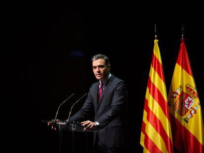 El presidente del Gobierno, Pedro Sánchez, en el anuncio de los indultos en una conferencia en el Liceu.