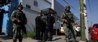 Elementos del Ejercito Méxicano y policías federales en Jalisco