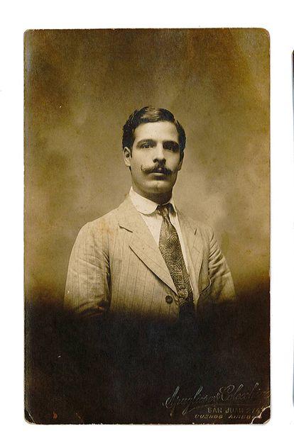 El fundador de la empresa valenciana, José Pons Pedro, había aprendido a trenzar el mimbre en Argentina, a donde tuvo que emigrar después de que la plaga de la filoxera arrasara el campo de uva moscatel en Alicante.  