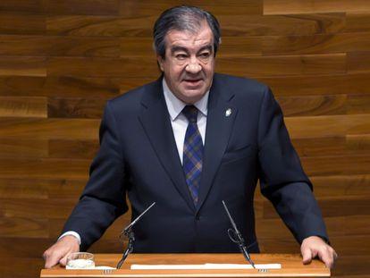 Francisco Álvarez-Cascos, en la tribuna del Parlamento asturiano, en 2010.