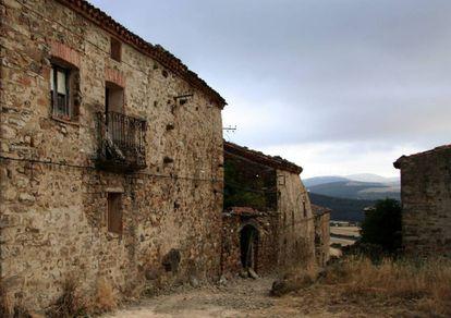 Sarnago, pueblo deshabitado de Soria en la sierra de Alcarama.
