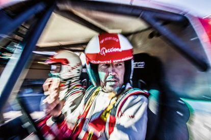 El piloto Albert Bosch y el copiloto Agustín Payá, a bordo del primer coche eléctrico 100% que toma la salida de un Dakar.
