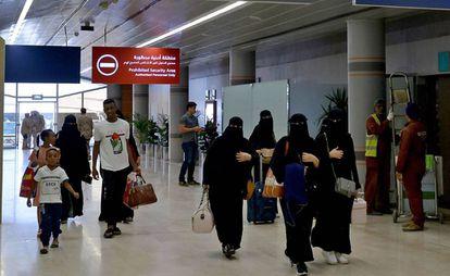 Varias mujeres saudíes, el pasado junio en el aeropuerto de Abha, en el suroeste de Arabia Saudí.