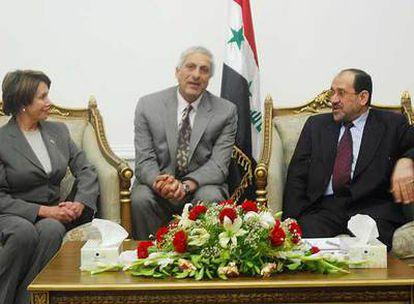 Nancy Pelosi conversa con Nuri al Maliki (derecha) durante su visita de ayer a Bagdad.