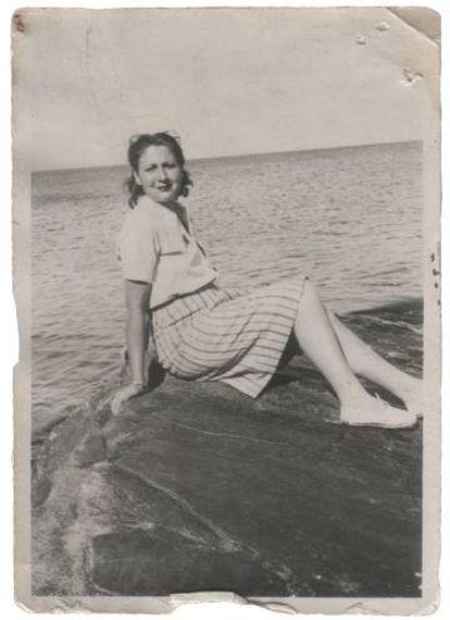 Gloria Fuertes en Ribadesella en 1944.