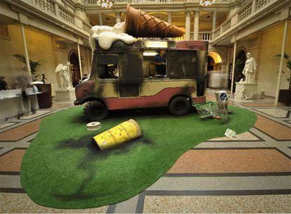 Un camión de helados es el protagonista de una de las espectaculares instalaciones del artista Banksy en el Bristol City Museum