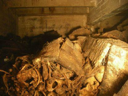 Interior de uno de los columbarios de las criptas del Valle de los Caídos.