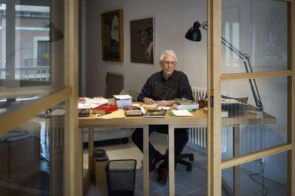 Raimon, en el despacho de su domicilio en Barcelona.