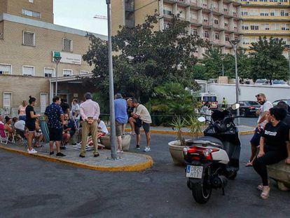 Entrada del servicio de Urgencias del Hospital Virgen del Rocío, el 23 de agosto, en pleno brote de listeriosis.