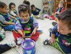 El juego es un derecho y constituye en sí mismo una experiencia de aprendizaje. A través del juego los niños se sienten seguros para actuar y creativos para expresar sus ideas.