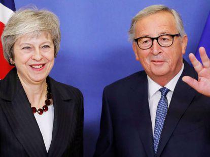 La primera ministra británica, Theresa May, y el presidente de la Comisión Europea, Jean-Claude Juncker, este miércoles en Bruselas.