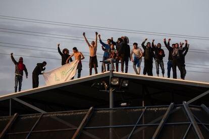 Protesta de un grupo de internos del CIE de Aluche pidiendo su liberación el pasado 17 de marzo.