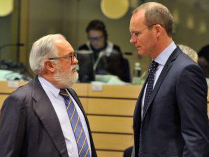 Los ministros de Agricultura de España, Miguel Arias Cañete, y de Irlanda, Simon Coveney.