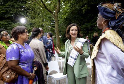 La alcaldesa de Ámsterdam, Femke Halsema, en un acto que conmemora el fin de la esclavitud en Países Bajos, en Ámsterdam, este jueves.