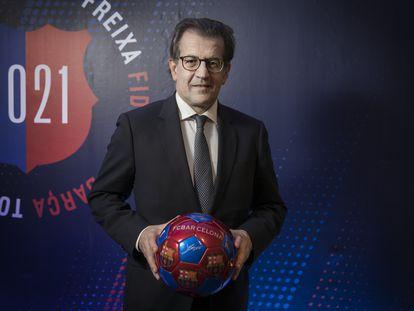 Toni Freixa, uno de los tres candidatos a la presidencia del FC Barcelona, en su sede electoral.
