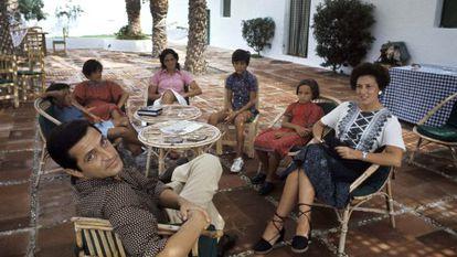 Suárez con su familia durante la entrevista celebrada en agosto de 1976 en el Coto de Doñana.