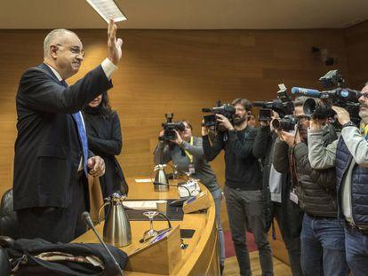 El exconsejero Rafael Blasco en la comisión de investigación de las Cortes, en la que ha comparecido.