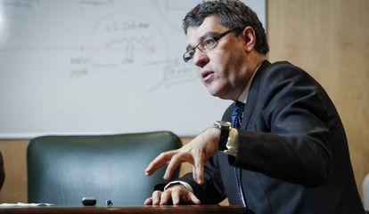 Alvaro Nadal, Ministro de Industria, en su despacho del  Ministerio.