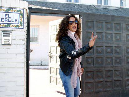 Rosario Flores en la puerta El Lerele, la casa que perteneció a su madre Lola Flores.