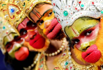 Unos niños disfrazados durante la celebración del Día de la Infancia en Bangalore, India el pasado 13 de noviembre.