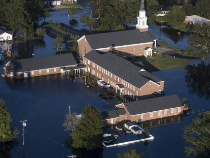 Una iglesia inundada en Conway, Carolna del Sur.