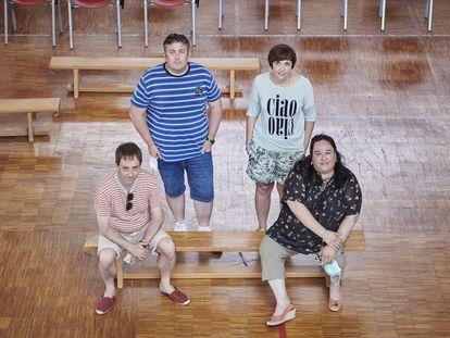 Miembros del equipo directivo del colegio público Dos de Mayo de Castejón (Navarra), el único centro de esa autonomía que ha abandonado el programa bilingüe en inglés.