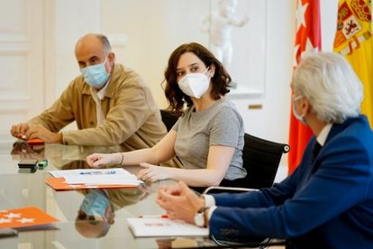 Antonio Zapatero (izquierda) en una reunión junto con Isabel Díaz Ayuso y el consejero de Sanidad, Enrique Ruiz Escudero.