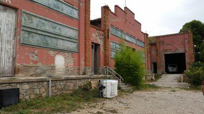 Granja abandonada de les Borges Blanques convertida en una fábrica ilegal de tabaco.