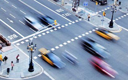 Imagen del tráfico por el passeig de Gràcia de Barcelona.