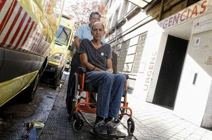 Ángel Vadillo es trasladado al hospital el miércoles.