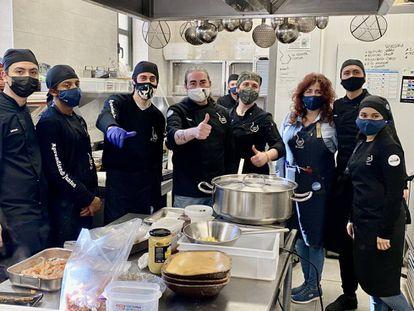 Alumnos y profesores en La Quinta Cocina. J. C. CAPEL