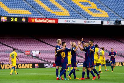Celebración del tercer gol del Barcelona ante la grada vacía del Camp Nou.