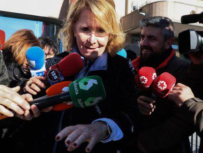 Aguirre niega haber ordenado el espionaje de sus compañeros. En la foto, Aguirre, a su salida de la Audiencia Provincial de Madrid, este lunes.