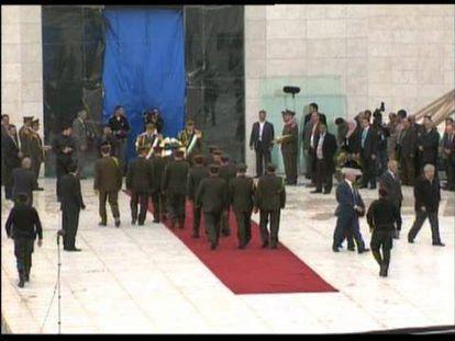 Tumba de Yaser Arafat, cuyos restos han sido exhumados este martes. Foto: MARKO DJURICA (Reuters) / Vídeo: REUTERS-LIVE!
