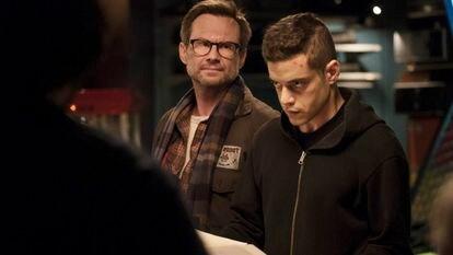 Christian Slater y Rami Malek, en un episodio de la primera temporada de 'Mr.  Robot'.