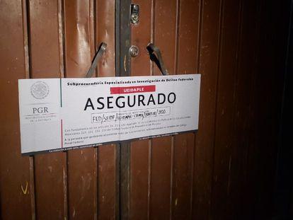 Sellos en el inmueble de Iztapalapa, en Ciudad de México, donde se decomisaron los animales.