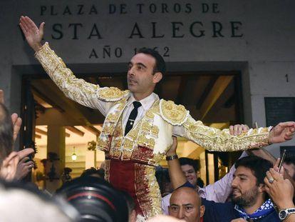 Enrique Ponce, a hombros en la feria bilbaína de 2017.