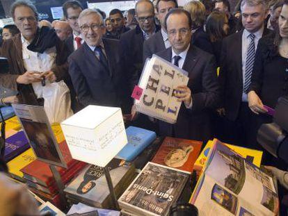 Hollande y la ministra francesa de Cultura inauguran el Salón de 2013.