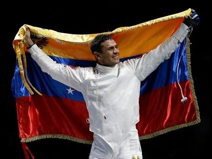 El esgrimista Rubén Limardo, tras ganar la medalla de oro en los Juegos Olímpicos de 2012 en Londres.