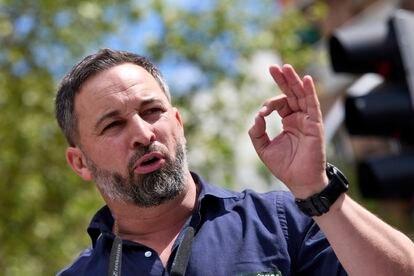 Santiago Abascal, en un acto en el distrito madrileño de Ciudad Lineal, el 11 de abril.